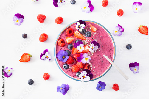 Canvas Print healthy summer berry smoothie bowl with flowers and chia seed