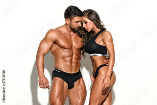 Beautiful Fitness Couple Posing Together Fototapet