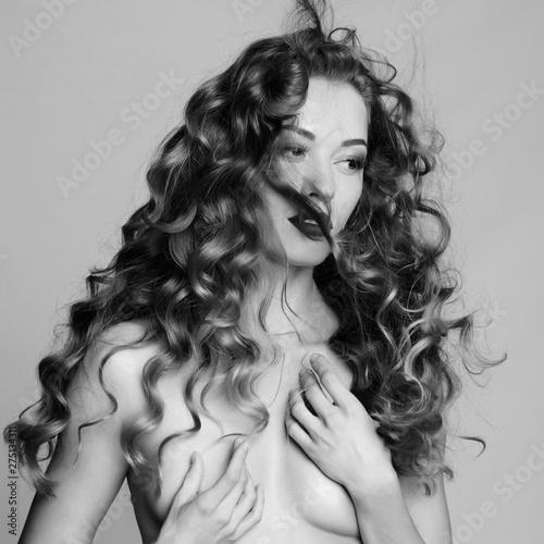 Ingelijste posters womenART Beautiful woman with elegant hairstyle on gray background