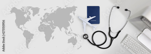 Foto  international medical travel insurance concept, stethoscope, passport, computer