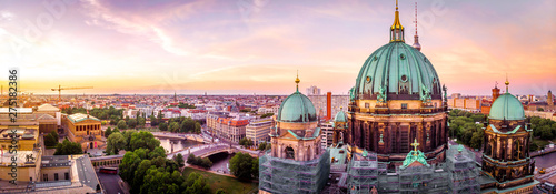 Fotografiet  Berliner dom after sunset, Berlin