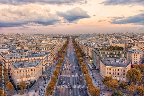 Poster de jardin Paris Champs-Elysees avenue in Paris at sunset