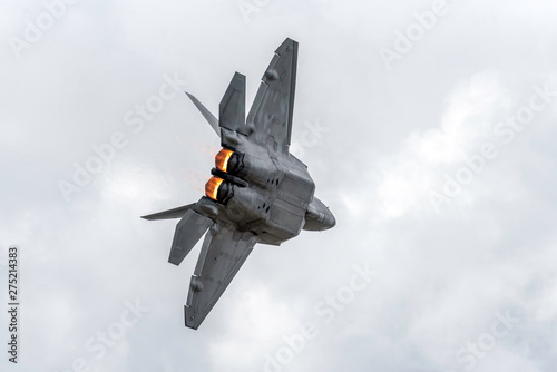 Obraz na płótnie Advanced Tactical Fighter Jet Turning Away with Afterburners Firing