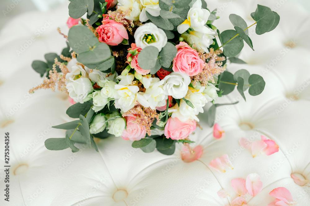 Fototapety, obrazy: Diamond jewelry on a bridal bouquet.