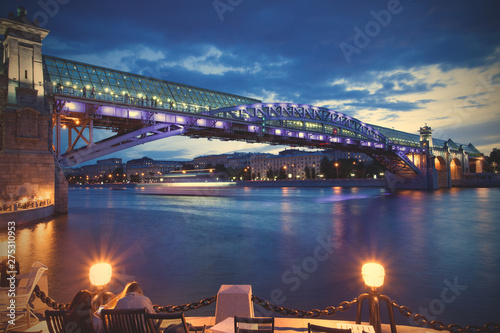 Foto auf AluDibond Stadt am Wasser night cityscape of Moscow with river and illumination bridge Andreevsky