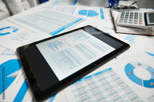 Poster Individuel Office workspace for business. Tablet pc and reports. Table closeup. Business financial accounting concept.
