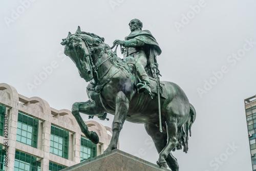 Fotografia  The statue of General Artigas on the Independance square (Plaza Indepencia), Mon