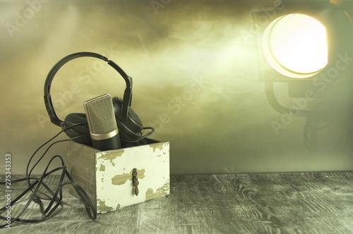 Obraz Szuflada pełna osprzetu do muzyki. - fototapety do salonu