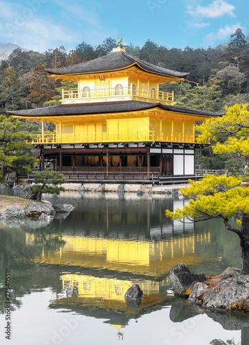 Foto auf AluDibond Khaki Kinkakuji temple golden pavilion zen buddhist on lake at Tokyo