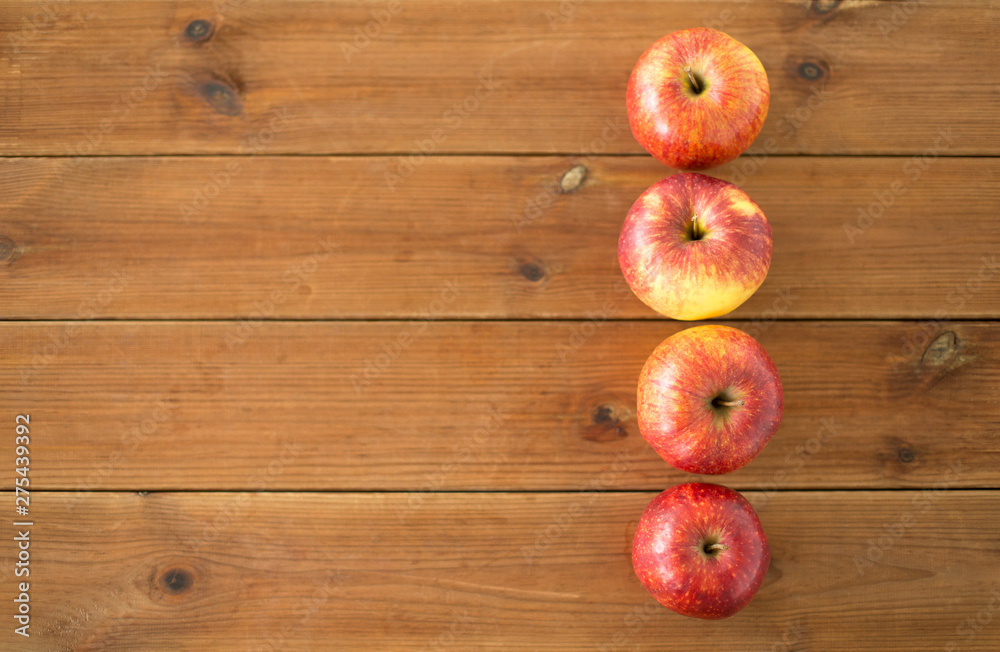 Fototapety, obrazy: fruits, food and harvest concept - ripe red apples on wooden table