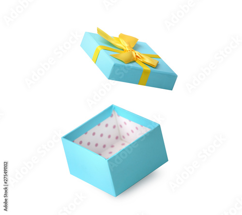 Poster Pays d Europe Blue box with bow isolated on white background