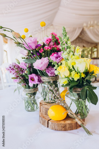 summer wedding decor. wedding decor yellow and lilac. wedding decoration with lemons and lavender.