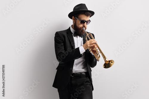 Bearded guy playing a trumpet Fototapeta
