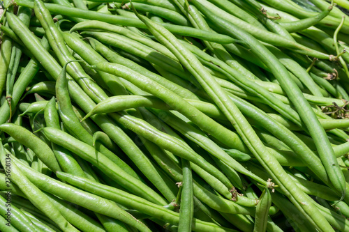 Fresh green pods of black eyed peas at the market Canvas-taulu