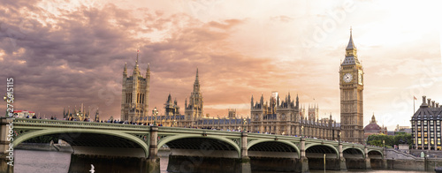 Montage in der Fensternische London London - U K- August 18, 2013 - Palace of Westminster and Big Ben at sunset - is the London building that houses the two chambers of the Parliament of the United Kingdom
