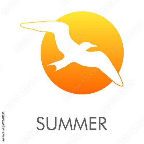 Logotipo abstracto con texto SUMMER con gaviota en espacio negativo en circulo color naranja
