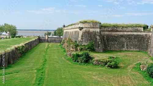 Vue de la Gironde depuis un bastion de la citadelle à Blaye Wallpaper Mural