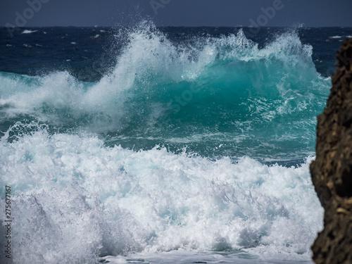 Stickers pour portes Eau Crashing waves at Shete Boka National park, curacao