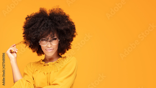 Fotomural Happy afro woman with beautiful smile.