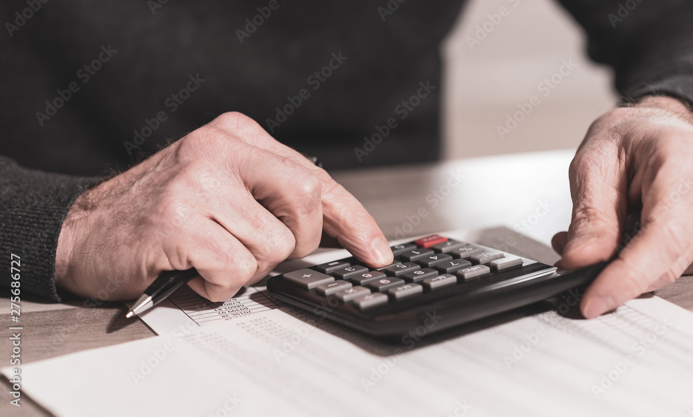 Fototapety, obrazy: Hand using calculator, accounting concept