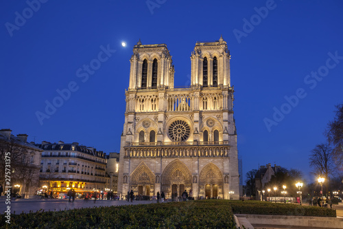 Photo sur Toile Europe Centrale Notre Dame Cathedral in Paris at night, France