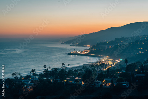 Vászonkép Sunset view of the Pacific Coast, in Pacific Palisades, Los Angeles, California