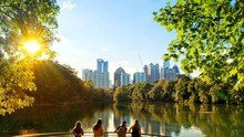 Atlanta, Georgia / The United State - October 14, 2018 : Beautiful Multicolours In Prime Day At Piedmont Park In Midtown