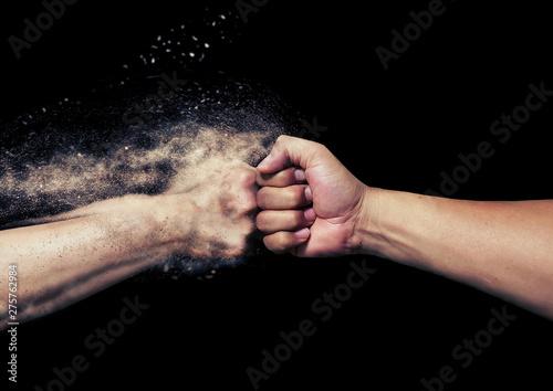 Photo 拳と拳のぶつかり合い