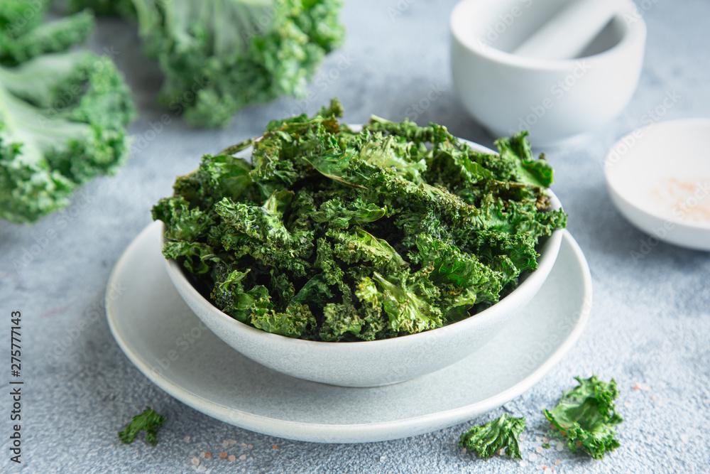 Fototapety, obrazy: crispy kale chips in bowl, healthy vegan food