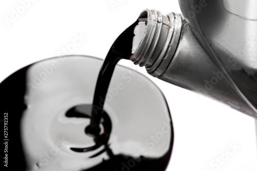 Cuadros en Lienzo  Pouring old car oil used isolated on white background
