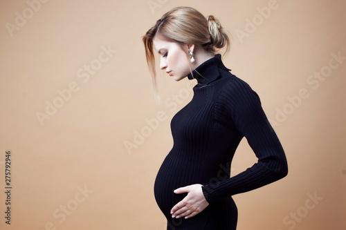 Cuadros en Lienzo Young beautiful elegant and stylish pregnant woman.