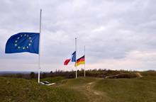 Flaggen Auf Halbmast Europäis...