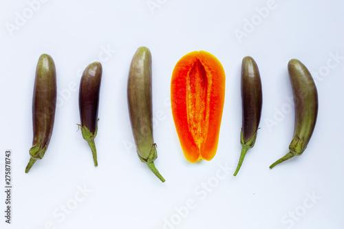 Foto papaya fruit with eggplants on white background. Sex concept.
