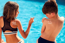 Children With Sun Protection C...