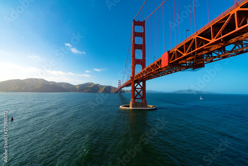 Fotomural Aerial view of the Golden Gate Bridge in San Francisco, CA