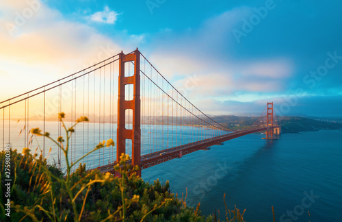 Fotomural San Francisco's Golden Gate Bridge at sunrise from Marin County