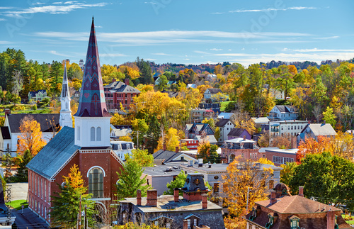 Montage in der Fensternische Blau Montpelier town skyline at autumn in Vermont, USA