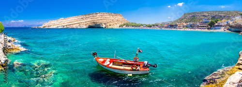 Matala beach with caves on the rocks that were used as a roman cemetery and at t Canvas-taulu
