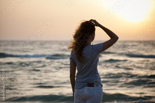 beautiful  girl at sunset on the sea Tapéta, Fotótapéta