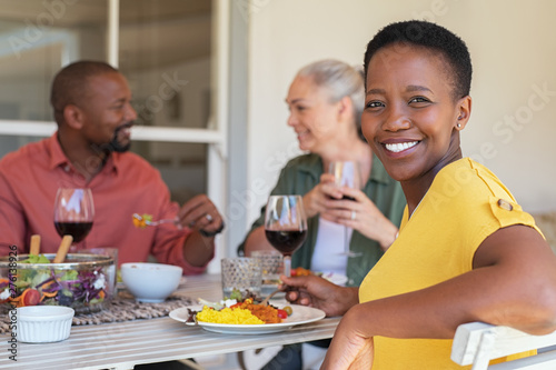 Photo Stands Akt Mature woman enjoying lunch with friends