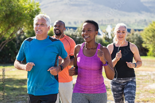 Poster Akt Mature and senior people jogging at park