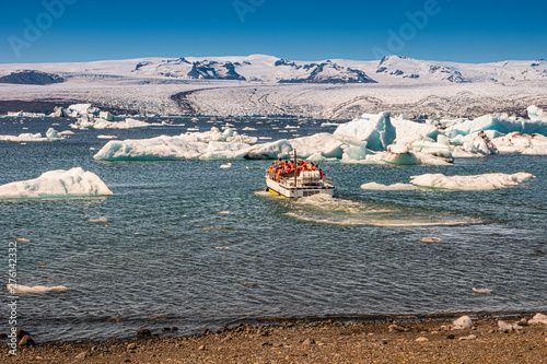 View of Glacier Lagoon with icebergs and zodiac touristic boats for the lake tou Fototapete
