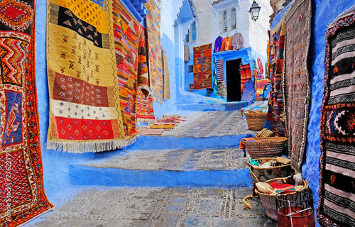 Foto  Typical beautiful moroccan architecture in Chefchaouen blue city medina in Moroc
