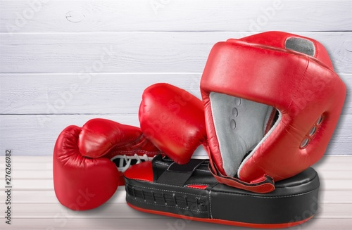 Foto auf Leinwand Bekannte Orte in Asien Pink boxing gloves on background