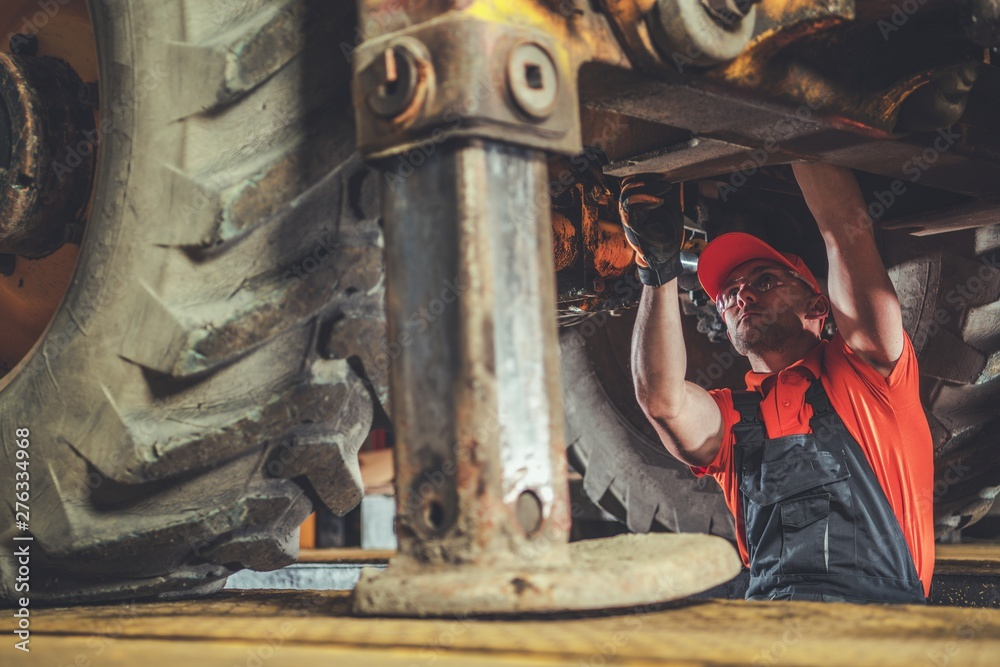 Fototapety, obrazy: Excavator Repair and Maintenance
