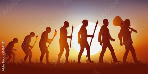 Fotografía  Concept de la pensée baba cool des sixties, avec le symbole de l'évolution de Darwin qui aboutit sur un homme hippie marchant en tenant sa guitare sur son épaule