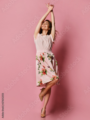 Pinturas sobre lienzo  Cute slender girl in red dress for a date - a blouse and a fluffy skirt posing in the studio on a pink background