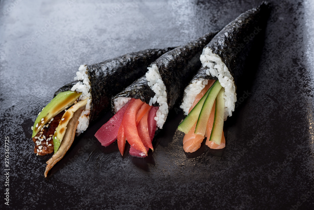 Fototapety, obrazy: Sushi temaki with avocado on black