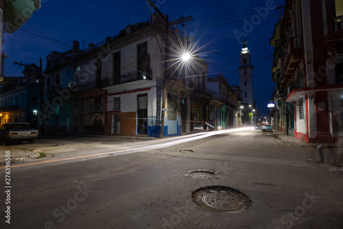 Photo  Street view of the residential neighborhood in the Old Havana City, Capital of Cuba, during night time after sunset