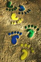 Bunte Fußabdrücke Im Sand